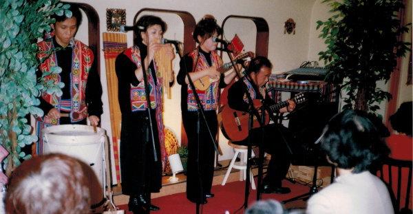 バンド活動をしていた頃のKさん(写真右)