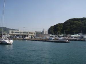 保田港に入港